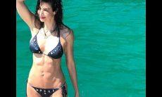 Aos 47, Luciana Gimenez posta foto de biquíni e arranca elogios no instagram