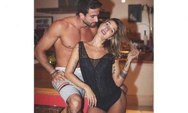 Gabriela Pugliesi sensualiza ao lado do marido no instagram