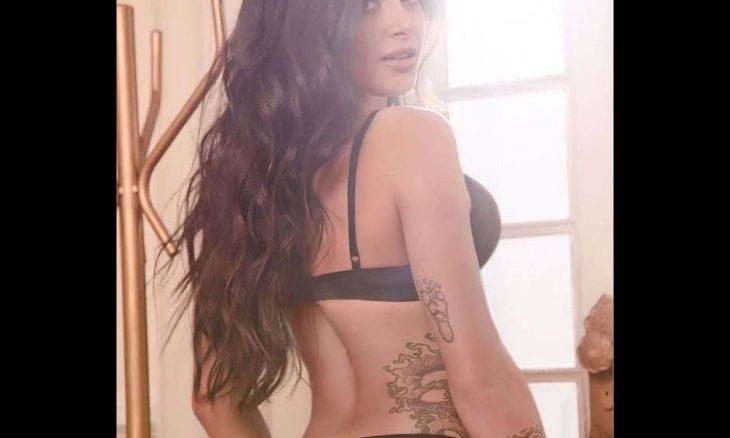 Aline Riscado, só de lingerie, mostra suas tatuagens