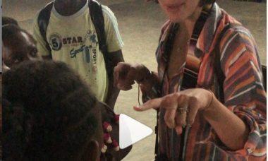 Bruna Marquezine em viagem missionária em Angola