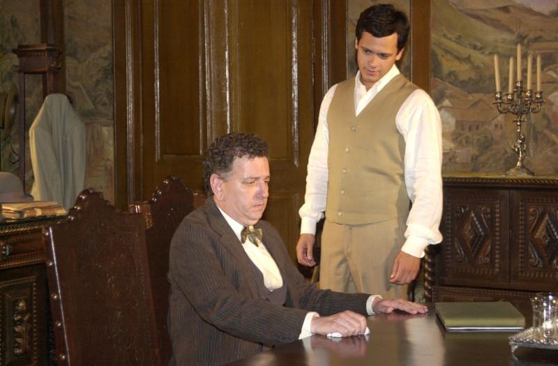 """Fernando Petelinkar na novela """"Cabocla"""" (2004), ao lado de Danton Mello / Foto: Reprodução TV Globo"""