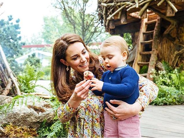 A Duquesa de Cambridge, Kate Middleton, com o filho caçula, Louis / Foto: Reprodução Instagram