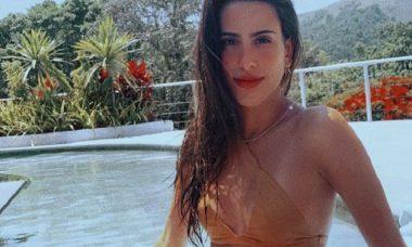 Ana Morais encanta fãs em foto de biquíni