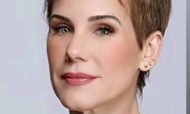 Ex-paquita Andréa Veiga cai em golpe na internet e perde quase R$ 2 mil