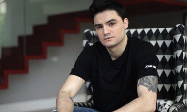Felipe Neto faz doação para músico com dificuldades financeiras