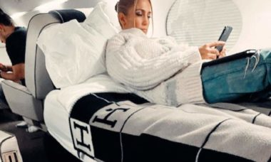 Jennifer Lopez e o noivo recebem críticas ao alegarem visitar família em meio a pandemia