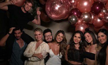 Marcela Mc Gowan reune ex-BBB's em festa para comemorar aniversário de 32 anos