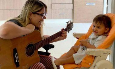 Marília Mendonça compõe canção para celebrar 11 meses do filho