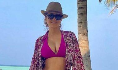 """Estrela do filme """"Frida"""", Salma Hayek posta cliques de biquíni e fãs apontam Photoshop. (Foto: Reprodução/Instagram)"""