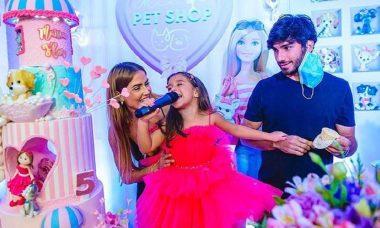 Deborah Secco e Hugo Moura comemoram aniversário de 5 anos da filha, Maria Flor