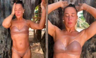 """Claudia Raia surge """"lavando a alma"""" em banho ao ar livre"""