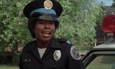 Atriz de sucesso em Loucadamia de Polícia, Marion Ramsey, morre aos 73 anos