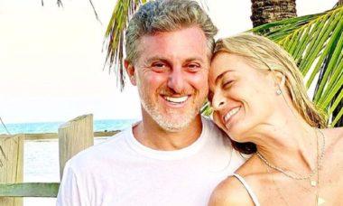 """Luciano Huck posa com Angélica durante viagem à Bahia: """"eu e ela recarregando"""""""