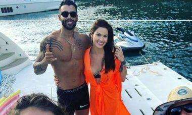 Gusttavo Lima e Andressa Suita são clicados juntos em passeio de iate por Angra dos Reis