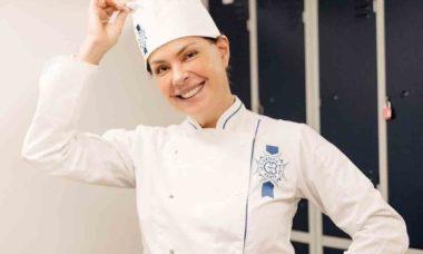 Carolina Ferraz vira estudante em conceituada escola de culinária francesa. Foto: Reprodução Instagram