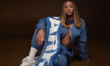 Beyoncé lança linha de roupas e posta foto provocante no Instagram