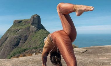 """Aline Riscado faz yoga e cenário impressiona: """"Experiência sensacional"""""""