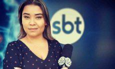 Repórter do SBT chora ao vivo após tomar vacina: 'dose de esperança'