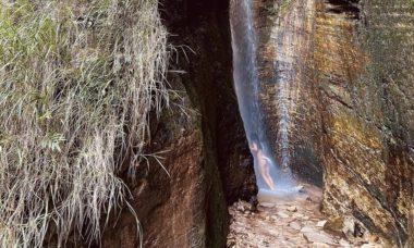 """Yanna Lavigne toma banho de cachoeira e faz reflexão: """"Quero me nutrir da beleza exuberante da vida"""""""