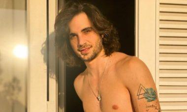 Fiuk posa sem camisa e ganha elogios dos fãs: 'tão lindo'