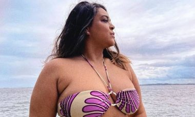 Preta Gil celebra seus 47 anos na Bahia e posa de biquíni: 'paraíso'