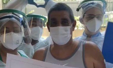 Zeca Pagodinho se cura da Covid-19 e recebe alta do hospital