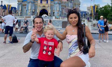 Thammy e Andressa se encantam com reação do filho na Disney