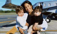Gabi Brandt posa com os filhos em frente a jatinho: 'meus meninos'