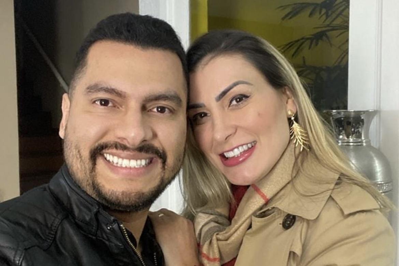 Andressa Urach anuncia divórcio e apaga todas as fotos das redes sociais