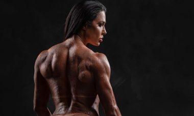 Gracyanne Barbosa exibe corpo musculoso e fala sobre preconceito