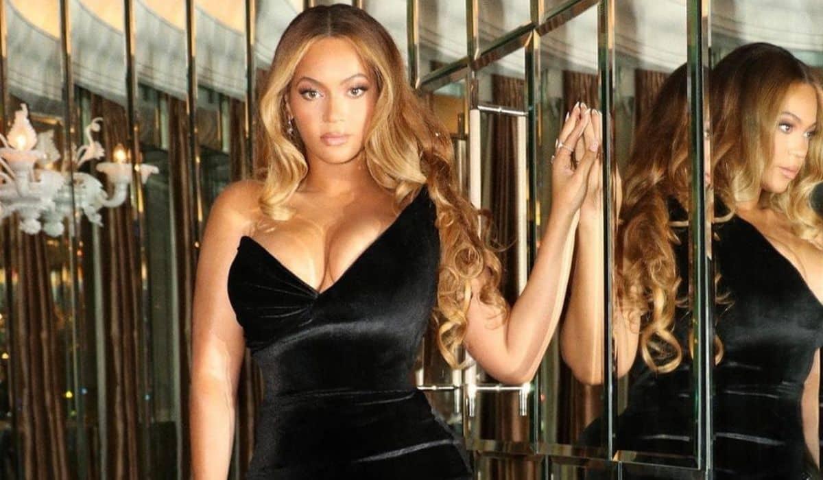 Beyoncé posa com vestido deslumbrante para curtir noite de pré-estreia