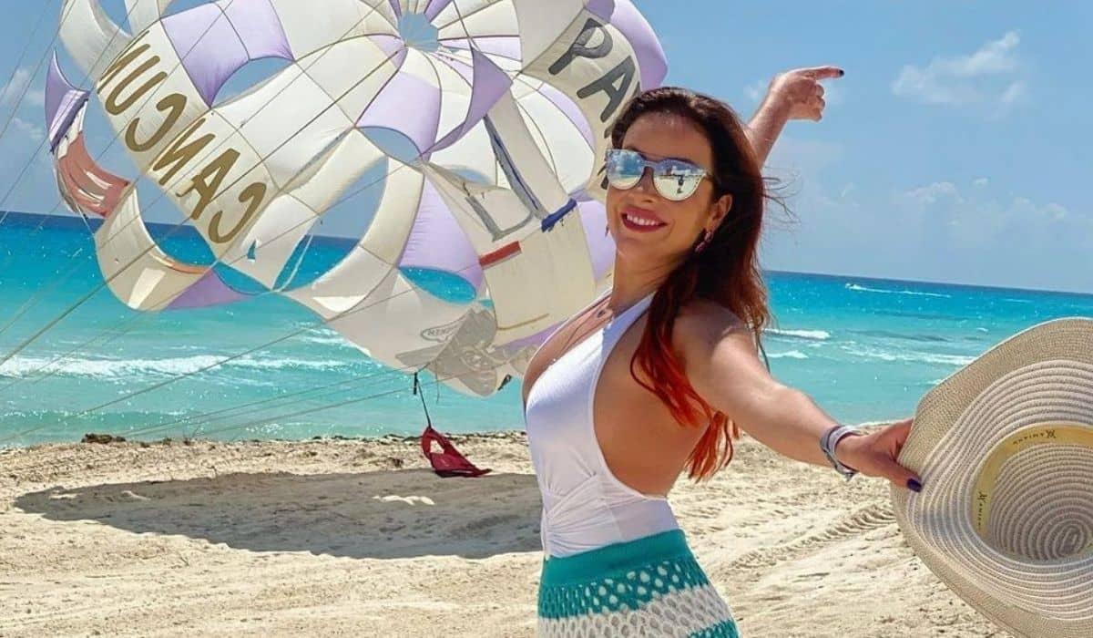 Renata Domínguez curte praia paradisíaca de Cancún: 'feliz nesse mar'