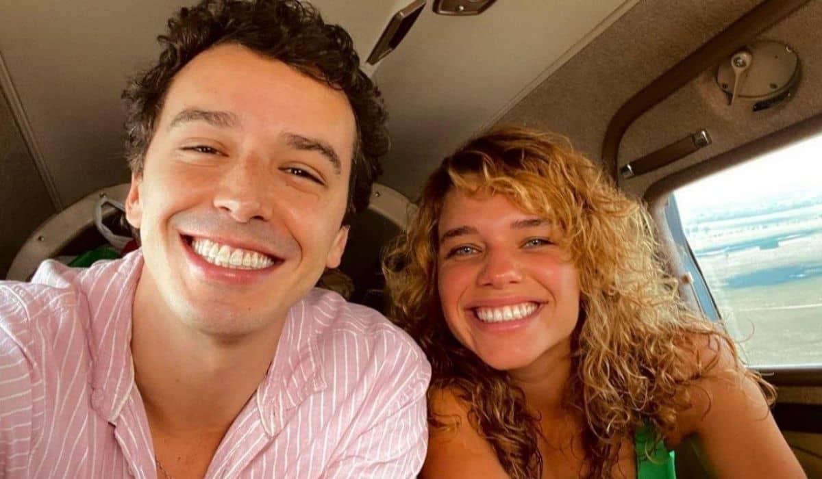 Gabriel Stauffer e Bruna Linzmeyer posam nos bastidores de 'Pantanal'v