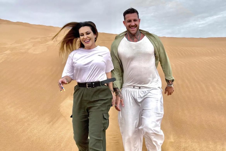 Cleo combina look com o marido para passeio em Dubai
