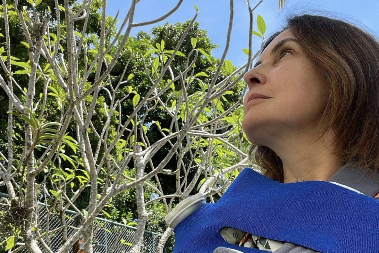 """Após cirurgia no ombro, Fátima Bernardes posa de tipoia e reflete: """"Pensar no futuro"""""""
