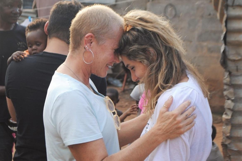 """Xuxa faz declaração para Sasha: """"Meu amor por você vem de outras vidas"""""""