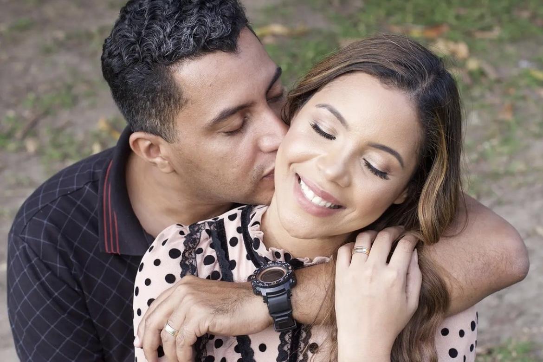 """Marido de Amanda Wanessa celebra aniversário de casamento: """"10 anos de amor"""""""